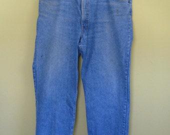Levis 540 Jeans . Leather Tab Levis . Short Levis . vintage levis .