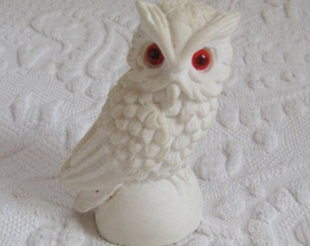 Snow Owl . Snow Owl Figurine . Norleans . made in Italy . Alabaster Owl