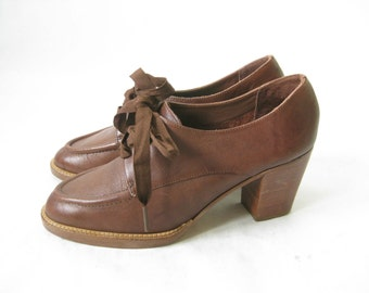 Vintage 80s Brown Lace Up Stacked Heel Oxfords.