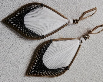 Thread earring  Earring chandelier made with thread black and white in antique brass