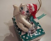 Vintage Rare Fancy Feast Kitty Cat ornament in box tree 1988 no longer in production White kitty sitting holding on a bell
