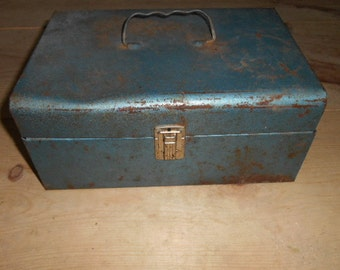 Vintage Metal Green box with handle