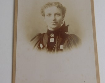 Antique Cabinet Card Victorian Female Portrait CC605