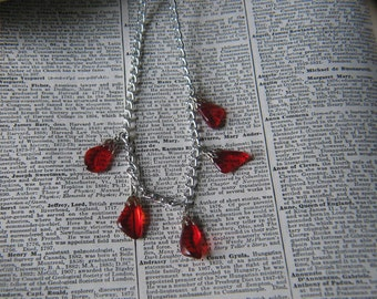 Vintage Silvertone Tumbled Clear Red Plastic Chip Necklace