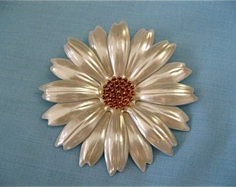 Vintage Daisy Flower Pin