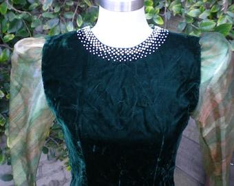 Vintage Green Velvet Dress. Holiday. Christmas. NYE Dress. Cocktail dress . Vintage 80's Dress