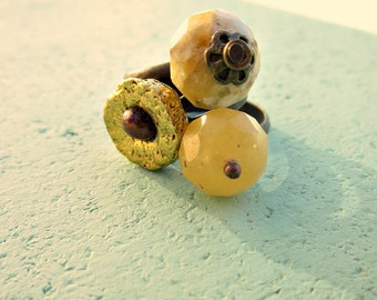 Trio of Adjustable Yellow Gold Bronze Oatmeal Stone and Pearl Rings: Oatmeal Meringue