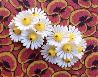 Mid Century Daisy Plastic Clip Earrings