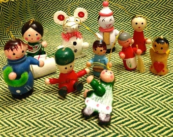 Vintage Christmas Wooden Figurines Ornaments (10)