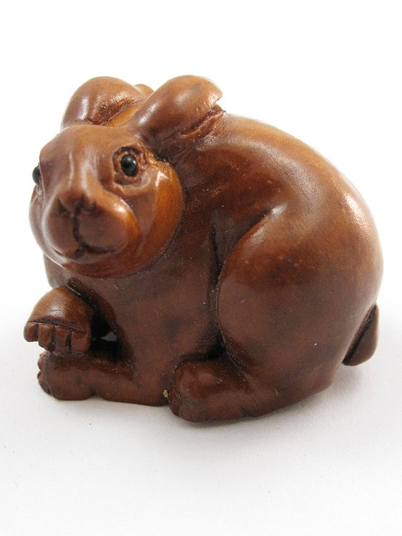 Bunny hand carved boxwood netsuke bead