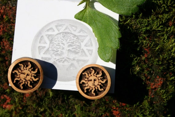 Wood Earrings- Little Sun posts in Juniper wood (016)