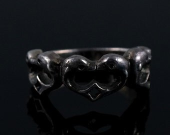 Size 5.75 Vintage Heart Shape Dolphin Sterling Silver Ring