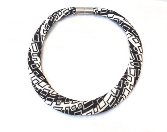 OOAK beaded Collier statement necklace black and white beadwork