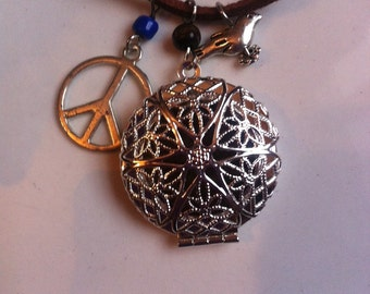 Essential Oil Diffuser Leather Necklace with Peace and Dove