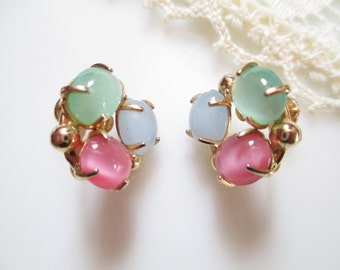 Beautiful Vintage Pastel Glass Cabochon Cluster Screw Closure Goldtone Earrings