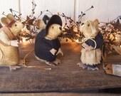 PrImItIvE FoLkArT Thanksgiving Pilgrims Mice Trio Gathering Fall Harvest Mouse Minatures Soft Sculpture ofg hafair faap