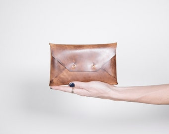 Waxed Medium Clutch