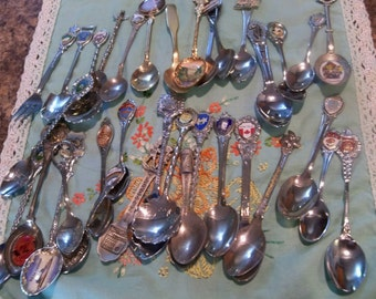 34 collectible vintage souvenir spoons