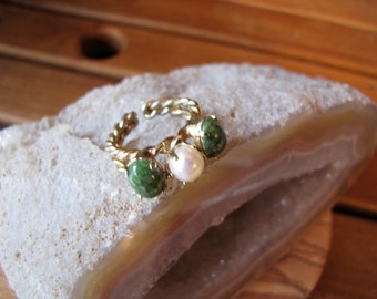 Vintage Green Jade and Pearl Gold Plated Twisted  Wire Ring