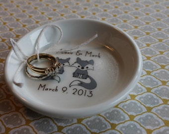 parisian . ring holder - Couple Line Drawn Ring Holder