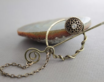 Penannular brass shawl pin or scarf pin with a vintage style button and pin stick on chain