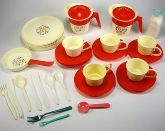 Pretend Play Plastic Toy Cups and Plates, Remco, Dinnerware Set, (37) Piece Set, Play Dishes, Children's Pretend, Doll Display