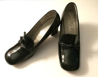 Vintage Shoes Women's 60's Unworn, Black, Patent Leather, Pilgrim Pump, Mod by Sears (Size 5 1/2)