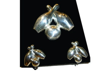 Vintage Beau Sterling Silver Bowling Pin & Balls Brooch and Earrings. Stylized Figural Set. 1960s,