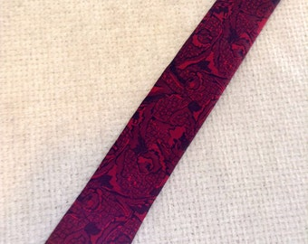 Vintage 1960 SKINNY Tie.  Red & Black, Expressions.  Made in USA.  Mod, Eames era, Mad Men, Beatles, Rockabilly.