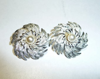 Vintage Sarah Coventry Clip Earrings on Etsy by Apurplepalm
