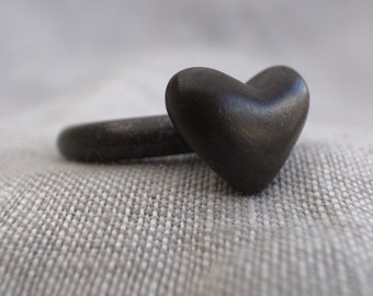 large single-heart ring - 6 gauge