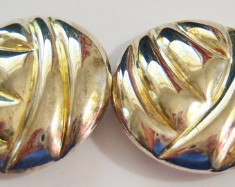 vintage thin tin silver tone round raised clip on earrings 1114E