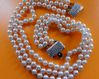 High-end 3 strands cascade  lustrous white simulated pearls necklace - 70s Vintage beauty dazzling  crystal clasp -- Art.756/3-