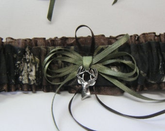 TOSS Mossy Oak CAMOUFLAGE wedding garter Deer Camo garters Brown