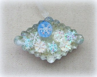 Vintage Tart Tin Ornament with Vintage Buttons