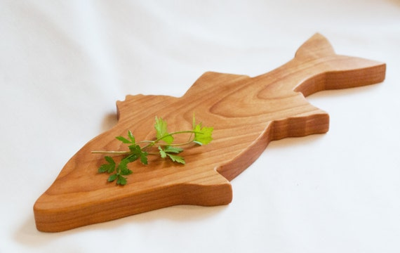 Fish shaped cutting board carved fish shaped by jobemacstudios for Fish cutting board