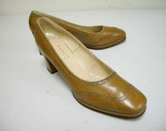 VINTAGE 70s EVINS Golden Brown Tan Leather Platform Pumps Size 8 1/2 AA