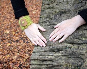 Sorbet wrist cuff/bracelet with stunning handmade Oak-tree button