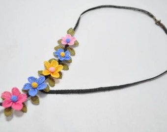 vintage pink blue  yellow mini floral necklace,blue necklace,colorful necklace,pink necklace,yelow floral necklace,bib,crochet necklace