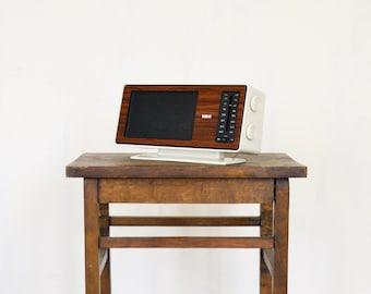 20 PERCENT OFF Code: 20FOR17 > 1970's RCA White Modernist Plastic Wood Grain Radio