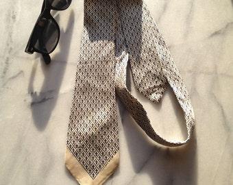 1940s Silk Necktie with Fleur De Lis Pattern in Navy and Ecru.  Sweet!