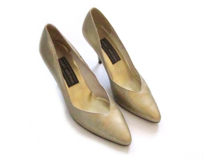 6.5 - stuart weitzman pointed toe metallic gold post punk dance vegan office wear 80s 1980s high heels pumps cocktail shoes