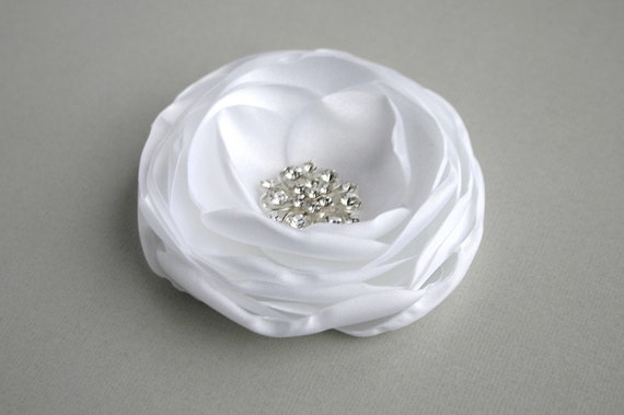 Bridal Hair Piece, Floral Hairpiece, White Flower Hair Clip, Wedding Hair Accessory, Bridal Hair comb, Flower Hair pin, Flower Brooch