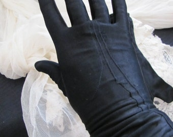 Gloves - Vintage Black Nylon Ladies Stretch Wrist Gloves