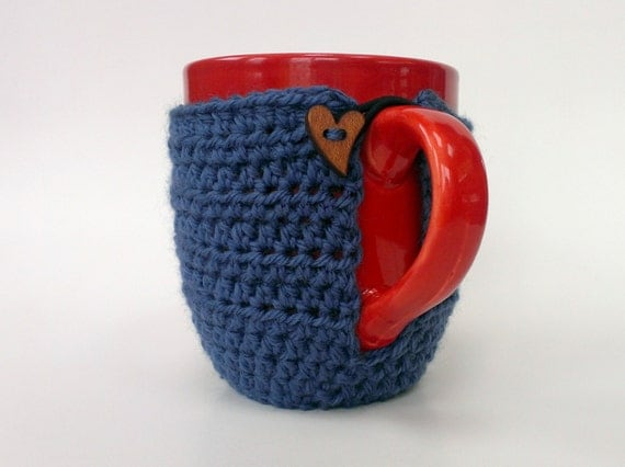 Mug cozy // Cozy coaster // mug coaster // coffee cozy in blue with wooden heart button