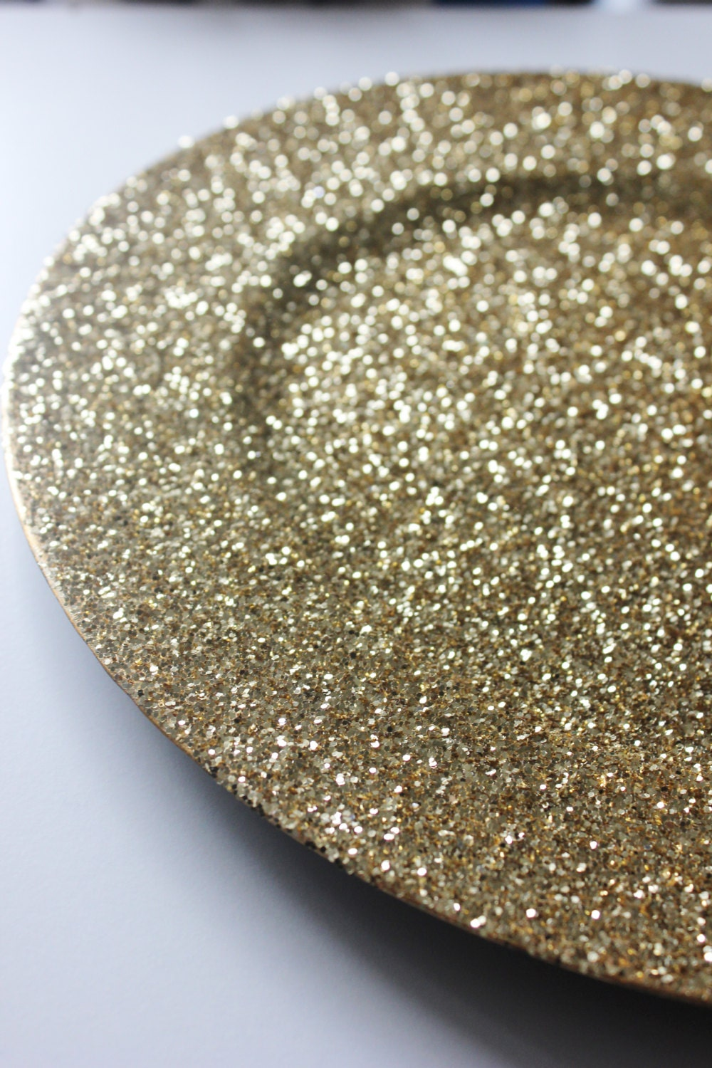 how to make glitter charger plates