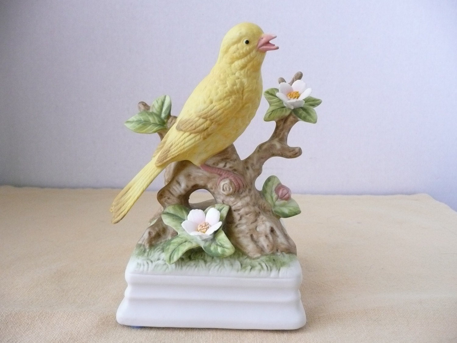 Gorham Musical Porcelain Bird Figurine Music Box Porcelain