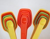 Your Choice Vintage Tupperware Measuring Spoons Full Set of 7 in Good Condition Mixed Colors or Tangerine Orange
