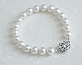 Bridal Pearl Bracelet, Bridal Bracelet, Classic Bridal Pearl Bracelet, White Swarovski Pearls and Flower Shaped Magnetique Clasp Bracelet