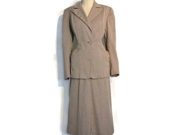 Vintage 1940's /  1950's Suit // Heathered Tan Worsted Wool // Fitted Nipped Waist Two Piece Skirt Suit